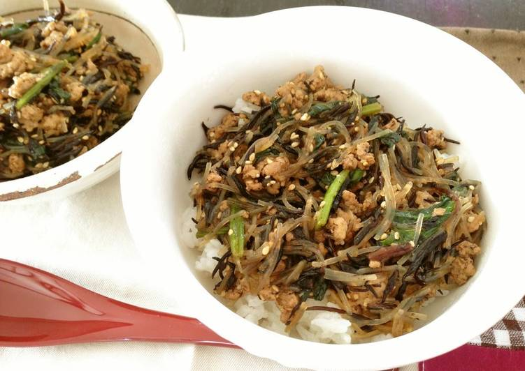 Foods That Can Make Your Mood Better Spinach, Pork, Hijiki Seaweed Rice Bowl