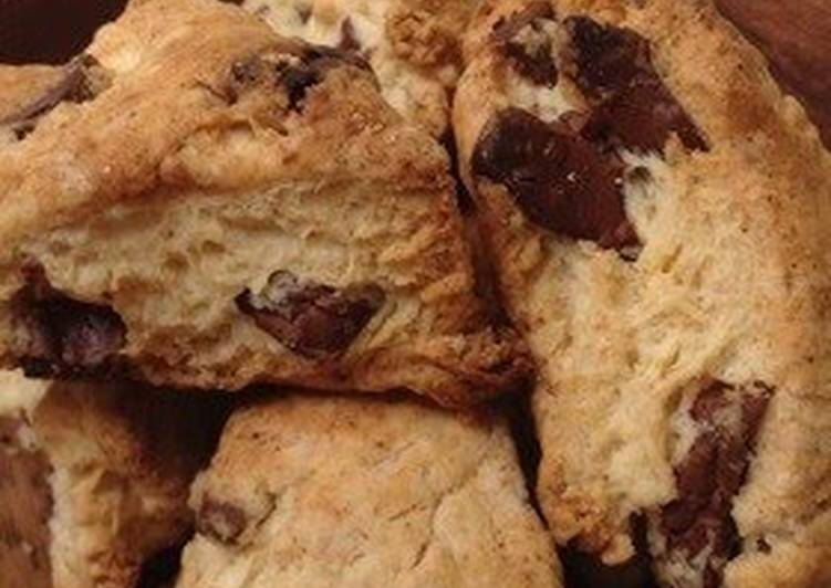 Easy & Small Starbucks-style Chocolate Scones