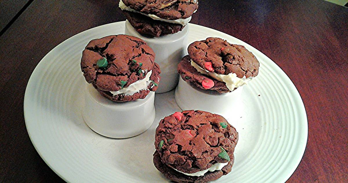 Chocolate Sandwich Cookies with Peppermint Cream Filling