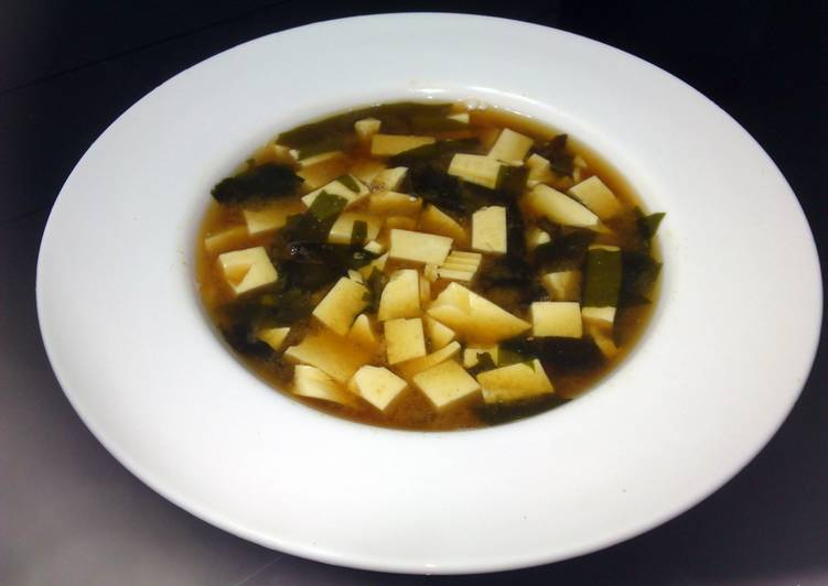 Steps to Prepare Most Popular Tofu And Wakame In Miso Soup