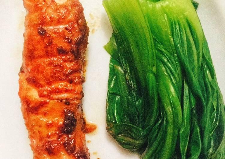 Pan Grilled — Miso Glazed Salmon with Blanched Bak Coi/Salmon Miso dengan Pok Coi (Panggang Teflon)