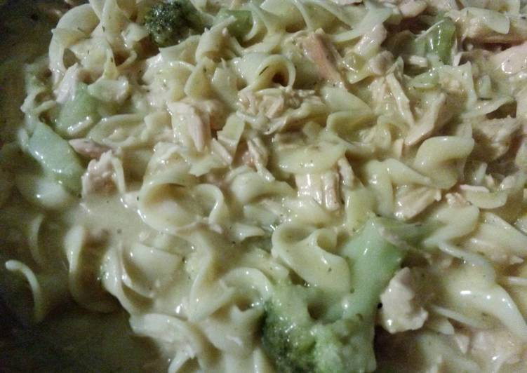 Recipe: Good Beautifuldesign's Creamy Chicken and Broccoli Pasta