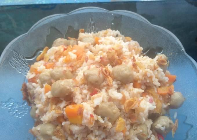 Nasi goreng wortel bakso