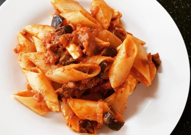 Recipe: Yummy Spicy aubergine and mozzarella pasta