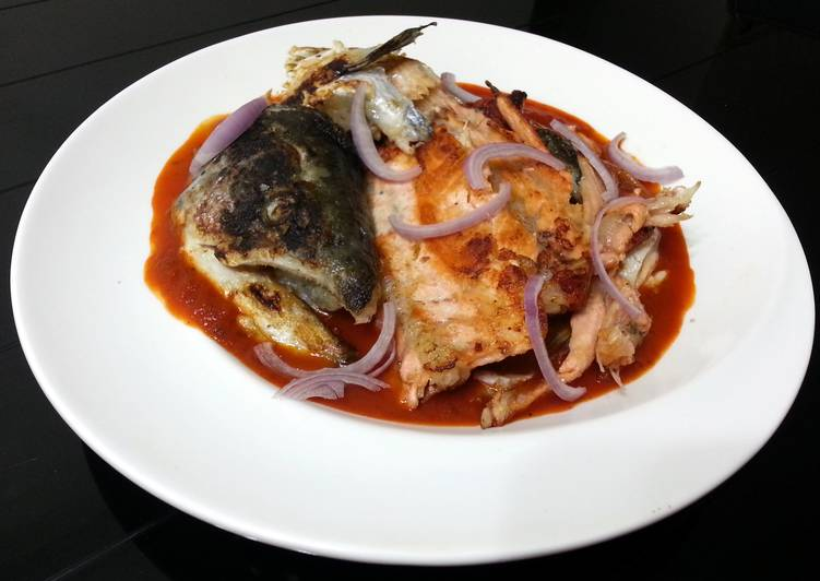 Recipe: Appetizing Salmon in Onion and Tomato Sauce