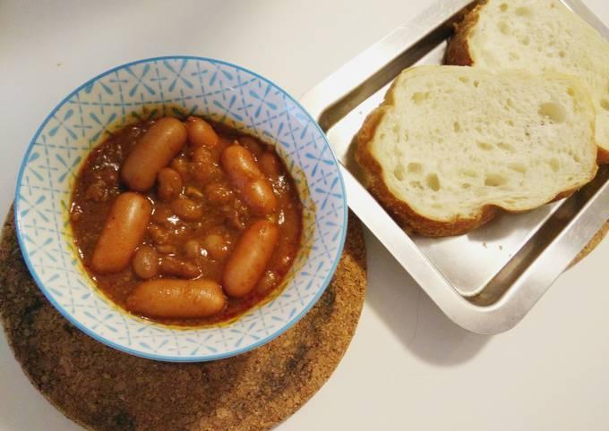 Sir's Carne with hotdog Bread
