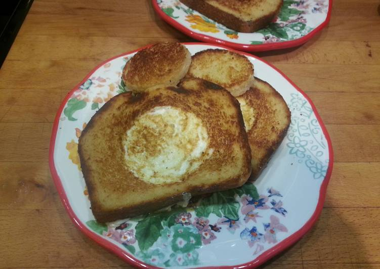 Egg in Toast! (AKA: Toad in a Hole😂😂)