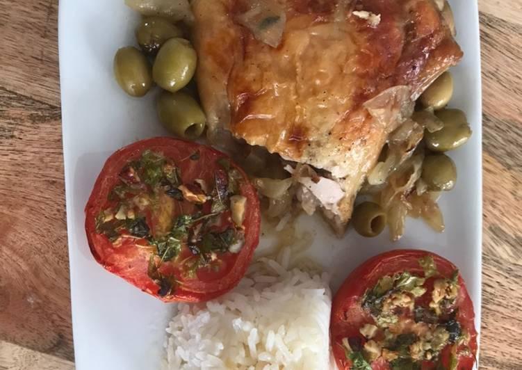 Comment Préparer Les Poulet rôti aux olives accompagné de tomates à la provençale et riz thaï