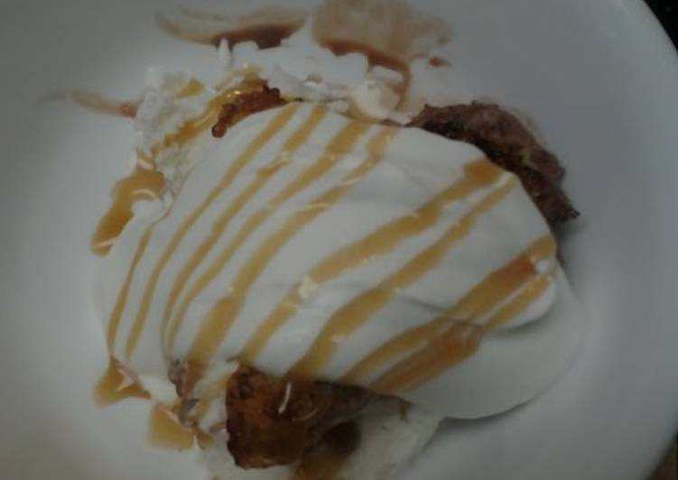 Recipe: Yummy Caramelized  Bananas with Ice Cream and Homemade Whipped topping