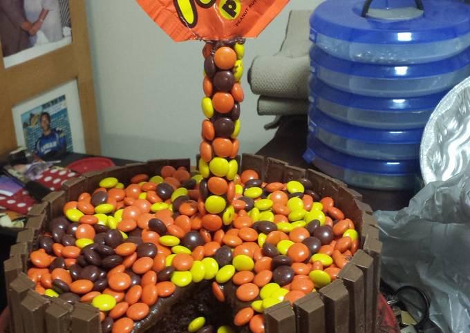 Reese's gravity cake
