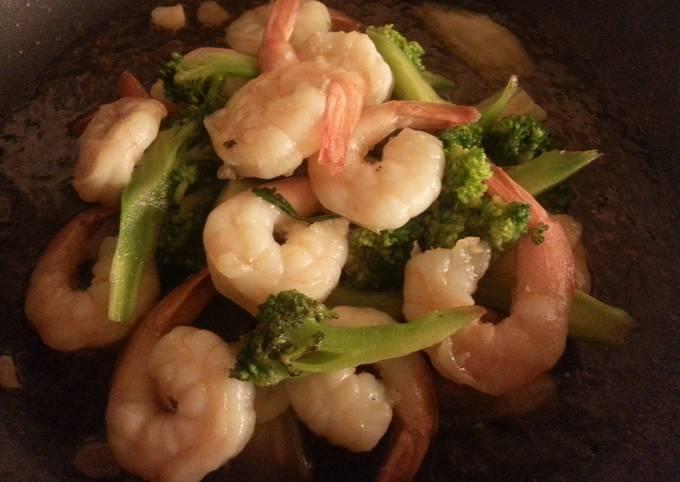 Shrimp broccoli stir fry in oyster sauce