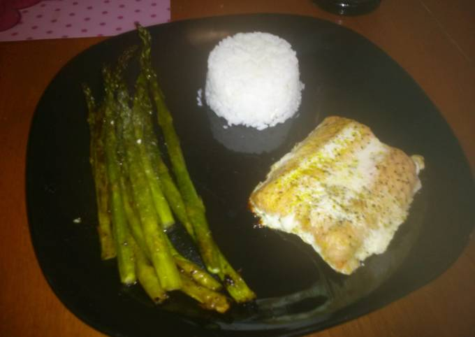 Rebekah's Oven baked salmon and asparagus.