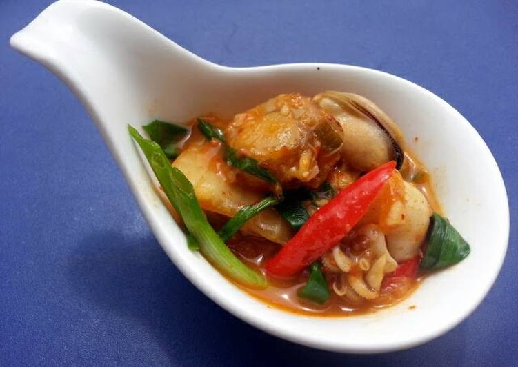 Easiest Way to Prepare Yummy Seafood Kimchi Soup