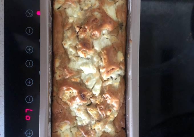 Cake courgettes lardons et chèvre frais