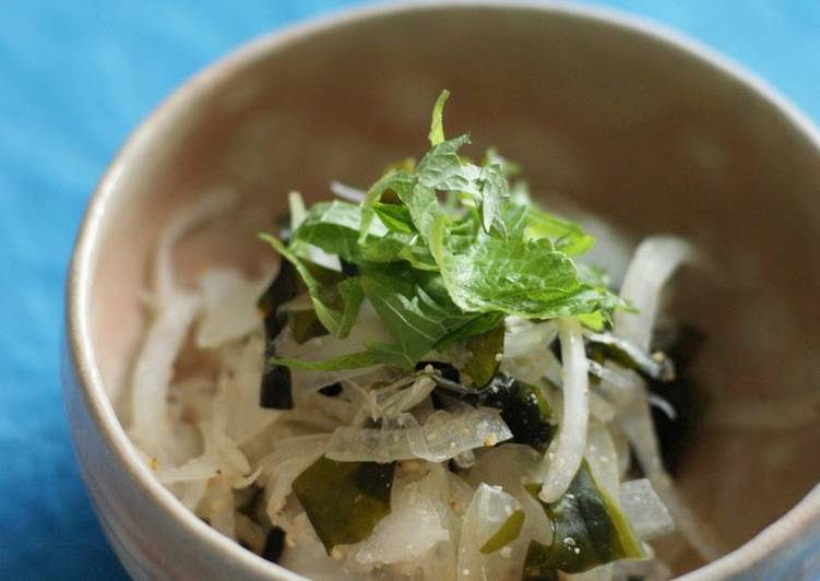 Recipe of Award-winning Macrobiotic ^^ Onion and Wakame Seaweed Tossed with Plum Vinegar