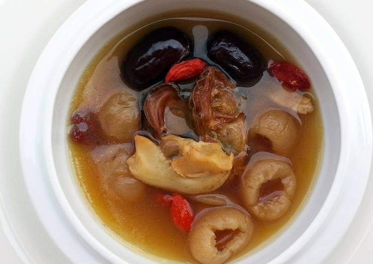 Chicken Soup With Dried Oyster And Dried Sea Whelk