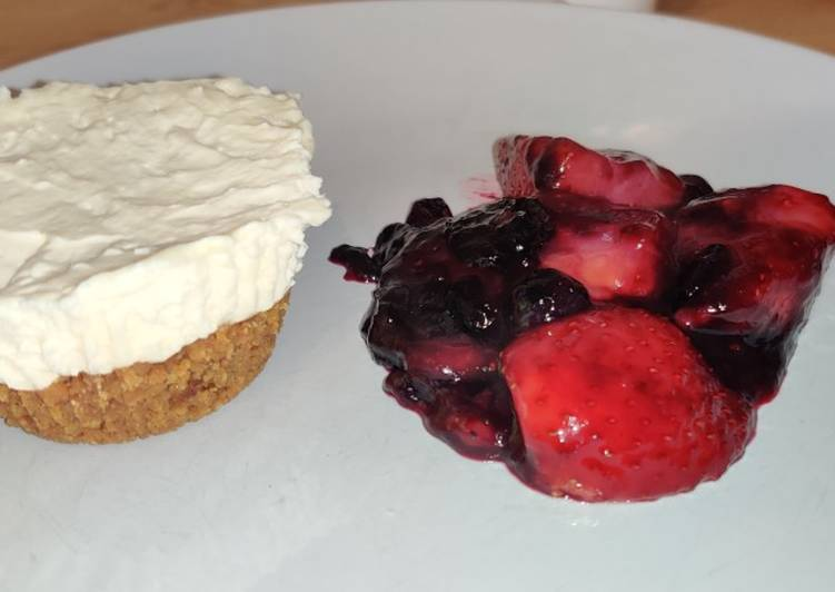 How to Make Award-winning Vanilla cheese cake and berry compote