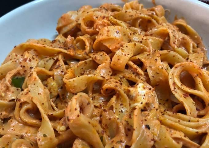 Rose sauce chicken pasta