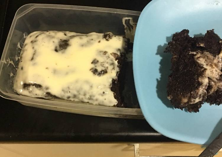 Super moist banana chocolate cake with sour creme dressing