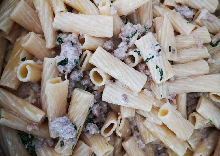 Ricetta Pasta, salsiccia panna e Rucola