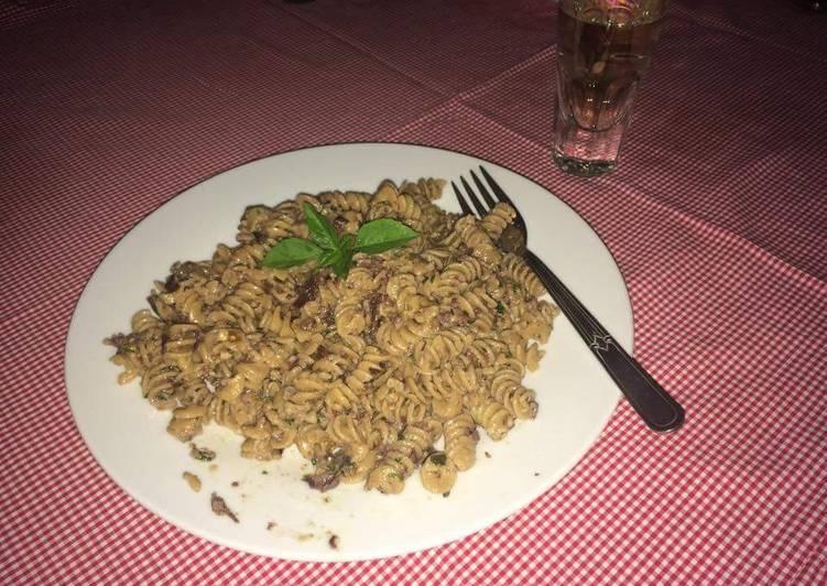 Fusili with parsley and olives pesto