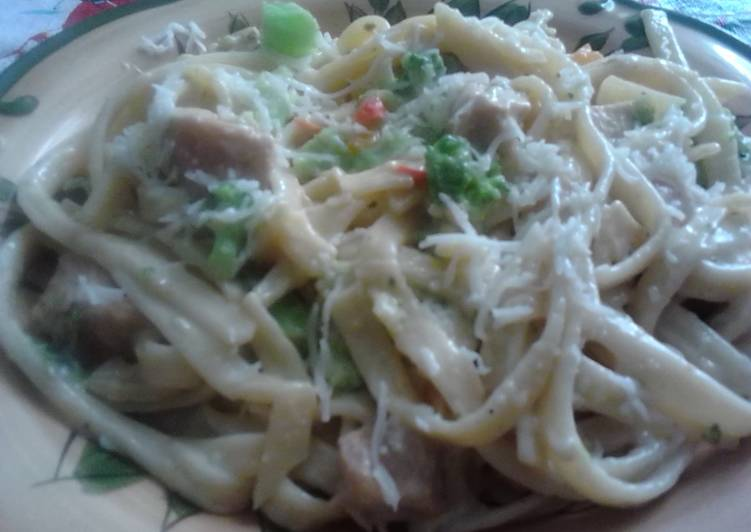 Recipe: Yummy Chicken and Broccoli Alfredo Casserole.