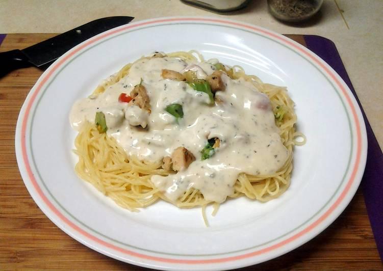 Chicken Broccoli w. Buttermilk Herb Alfredo