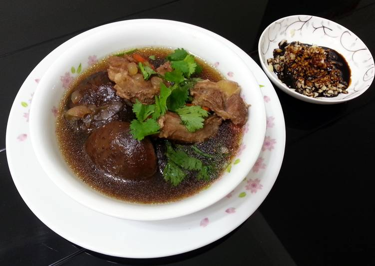 Foods That Can Make You Happy Herbal Pork Soup / Bak Kut Teh With Shitake Mushroom