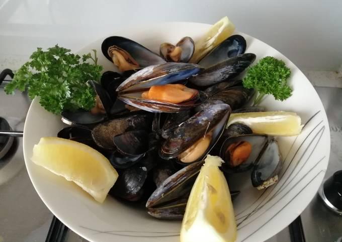 Steamed lemon mussels