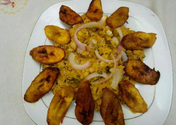 Recipe of Super Quick Homemade Black eyed beans with corn pudding, garnished with basilica leaf