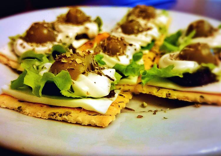 Olive salad crackers