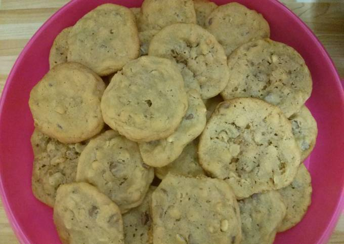 Secret to Make Crunchy Oatmeal peanut butter chocolate chip cookies