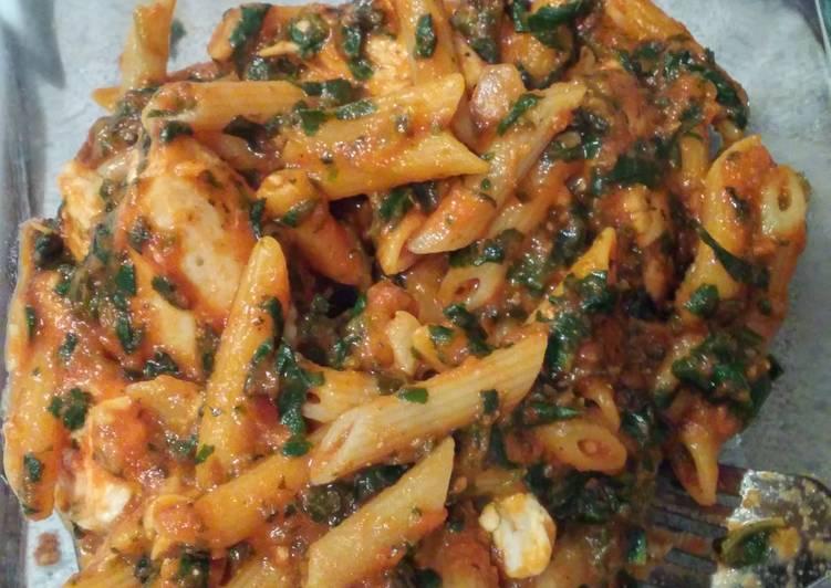 Creamy spinach and chicken pasta