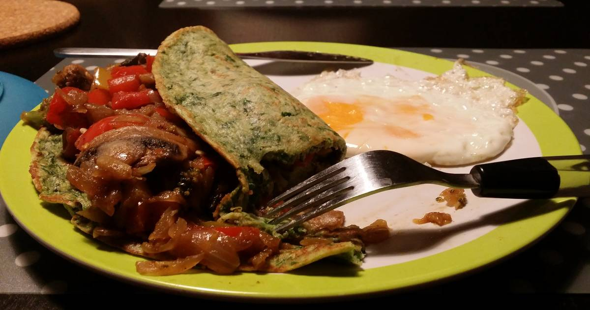 Spinach pancakes stuffed with veggies
