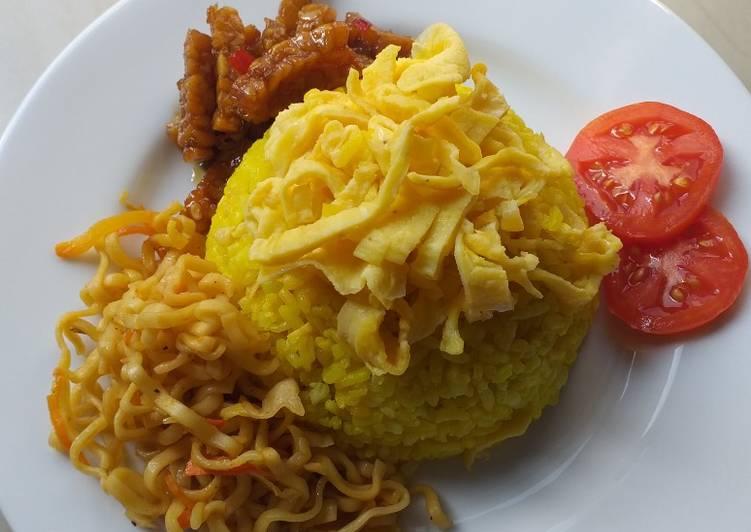 Nasi Kuning Magic Com Simpel (tanpa santan) - cookandrecipe.com