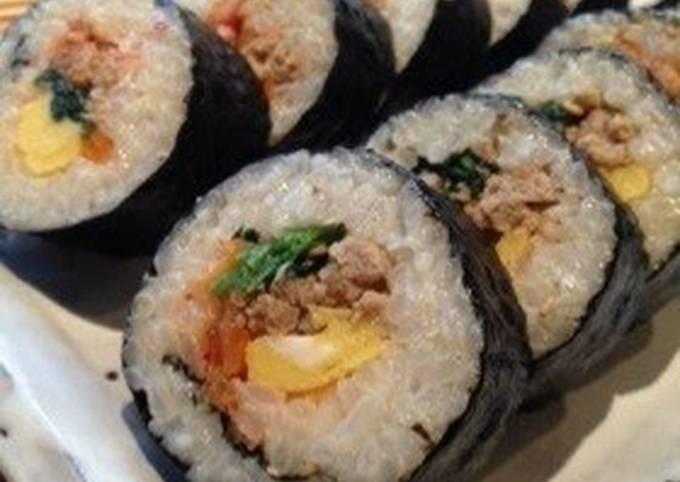 Quick and Easy Kimbap!  Korean Style Seaweed Rolls