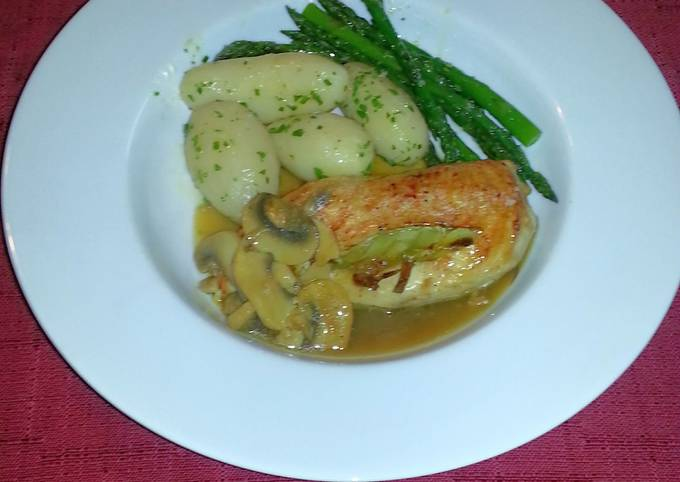Chicken stuffed with leeks & mushroom gravy