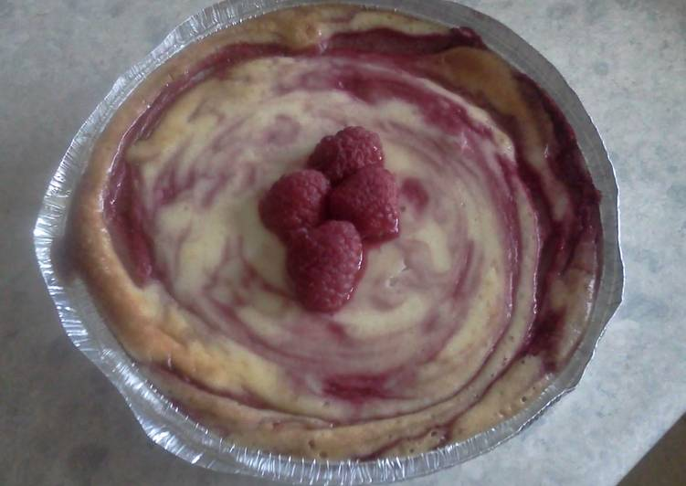 Raspberry and white chocolate cheesecake
