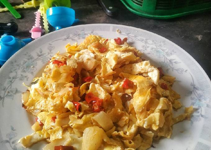 Sambalado telur dadar