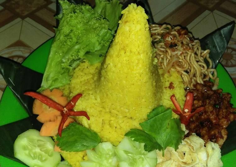 Nasi kuning/Tumpeng mini