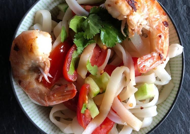 Salade de nouilles asiatiques et crevettes
