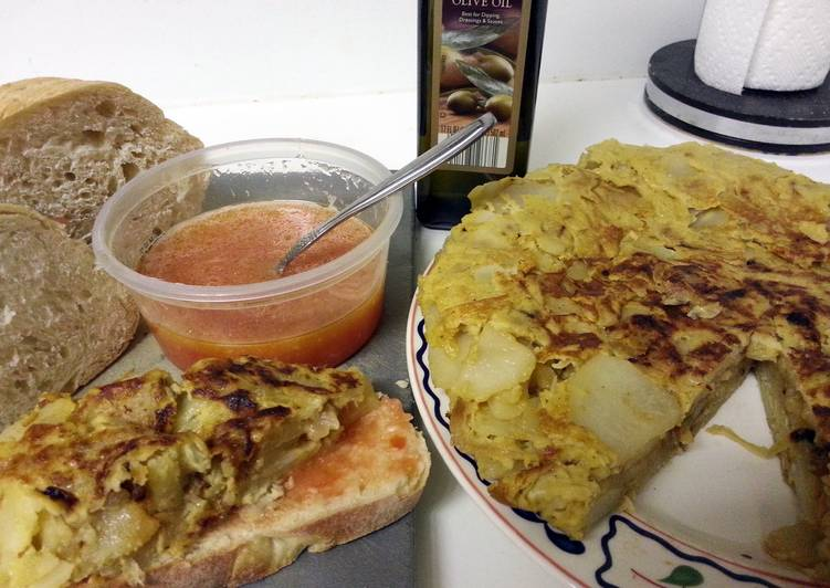 Recipe: Delicious Tortilla de Patatas y Pan con Tomate- Spanish omelette Tapas