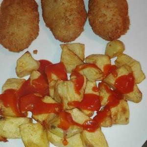 Nuggets de pollo con patata con salsa picantona a mi manera