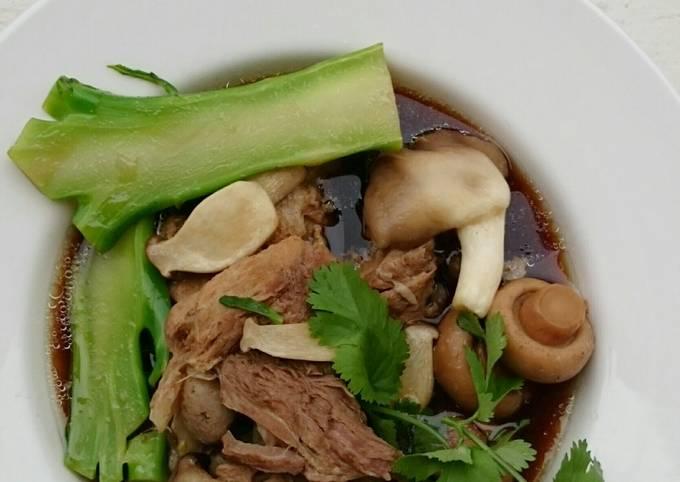 Herbal Pork Soup / Bak Kut Teh With Mix Mushroom And Brocoli