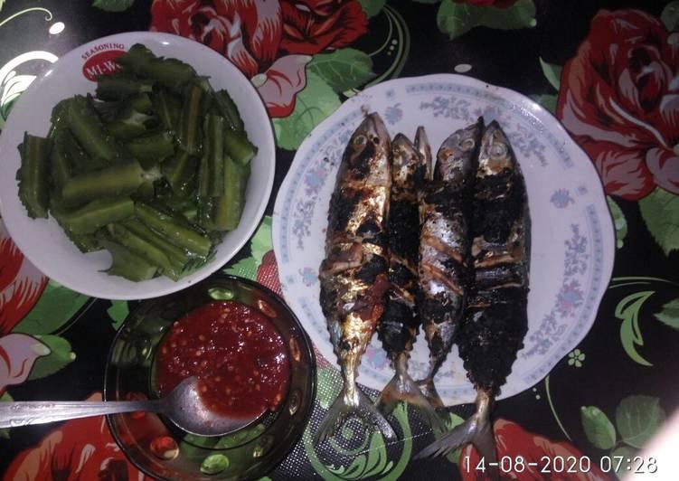 Ikan bakar sambal lalap
