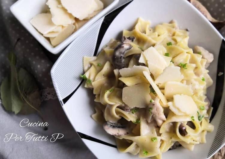 Comment Cuisiner Tagliatelle poulet et sa crème aux champignons � et Parmesan