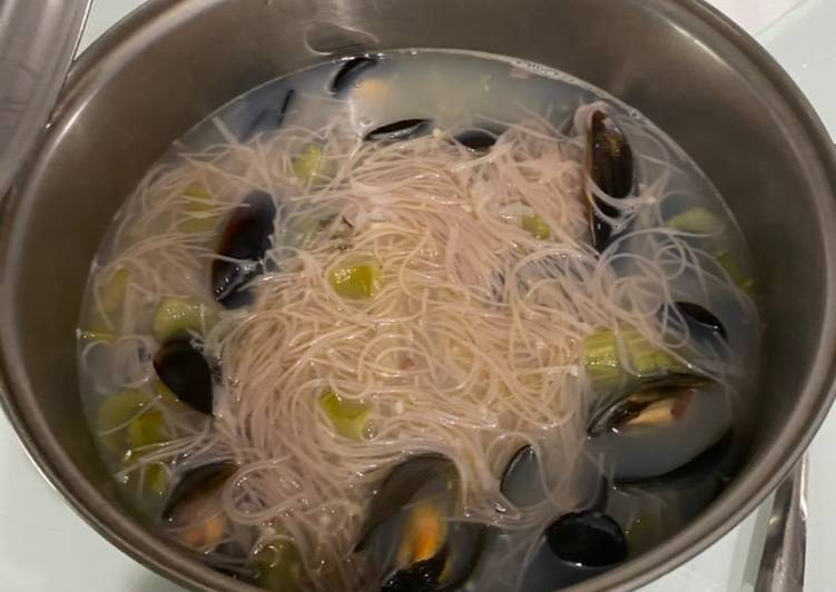 Easiest Way to Make Appetizing Mussel Bee Hoon Soup