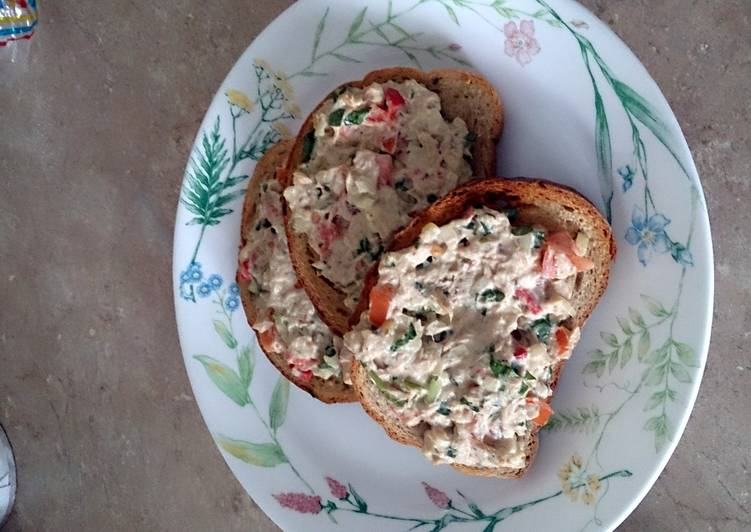 Garlic bread tuna salad