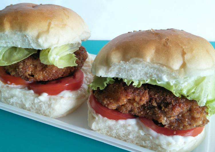 Step-by-Step Guide to Prepare Award-winning Crispy chicken burger