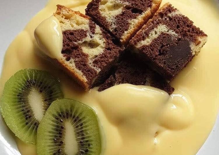 Desert vanilla and chocolate cake